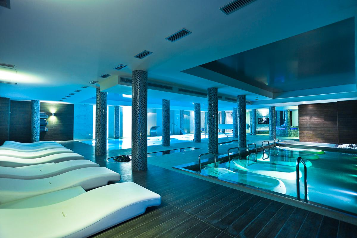 Enrollment into the programme includes unlimited access to the hydrotherapy circuit.