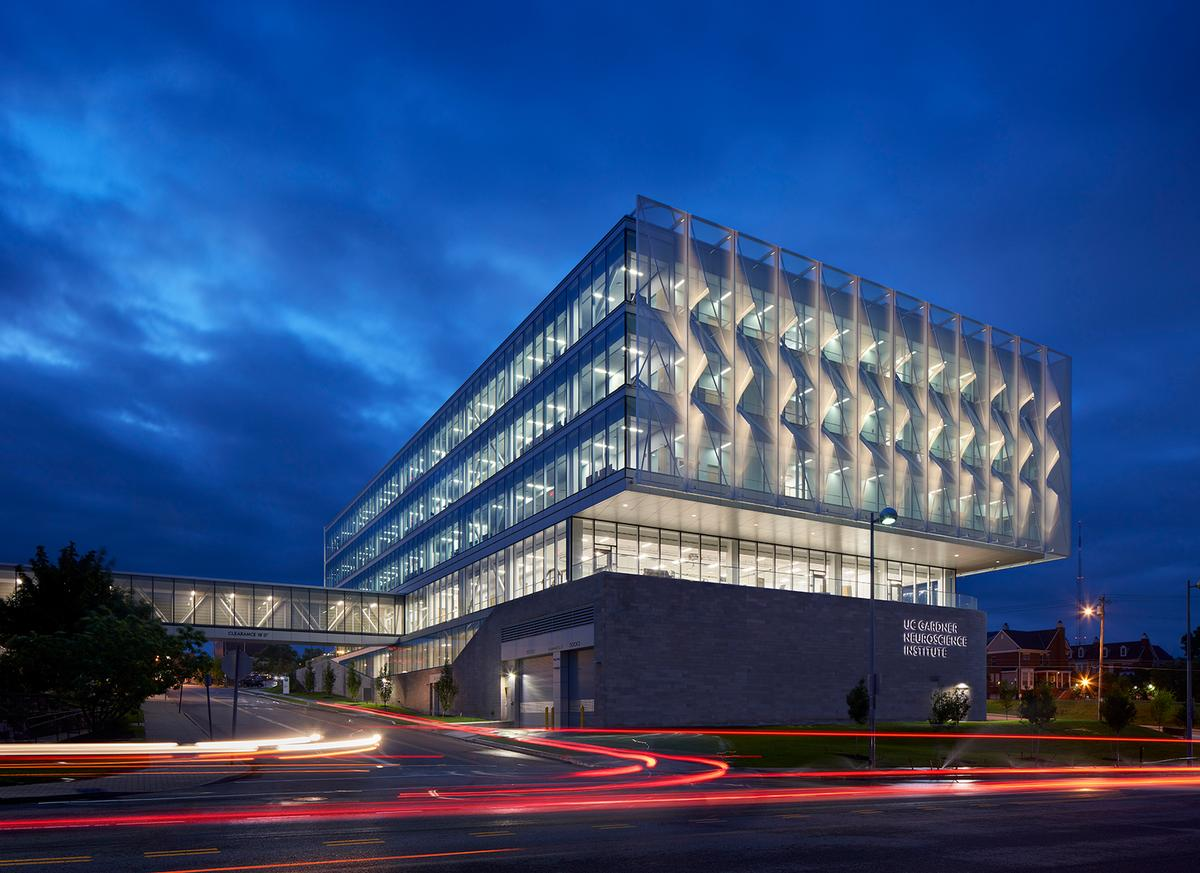 Perkins and Will integrated research from its Human Experience Lab into the façade design at the University of Cincinnati's Gardner Neuroscience Institute / Mark Herboth