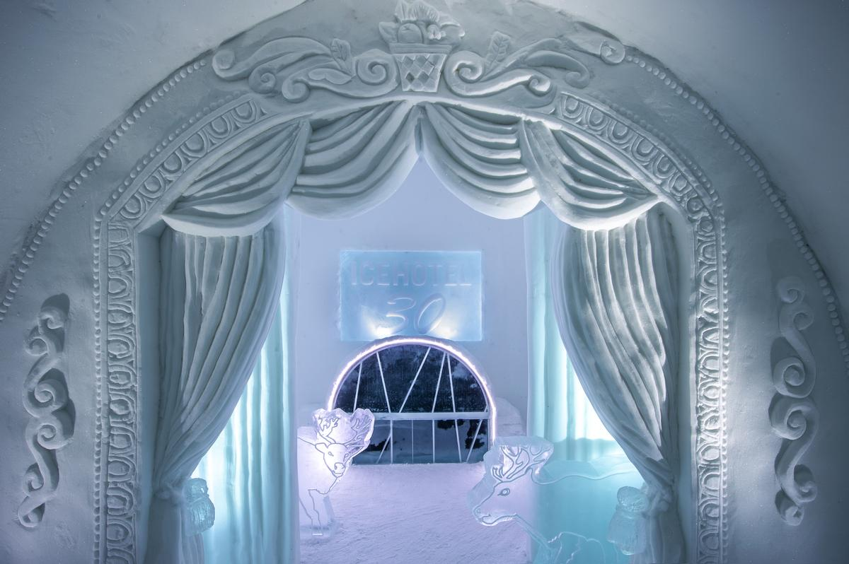 Art Suite A Night at the Theatre | Design Jonathan Paul Green & Marnie Green / Asaf Kliger / Icehotel