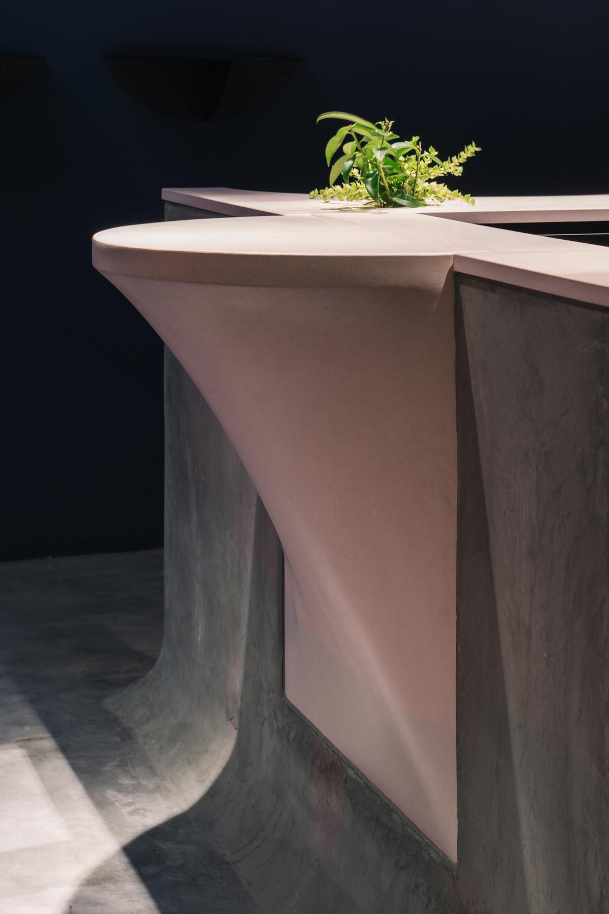 A powder pink concrete countertop was cast in 11 different sections / Khoo Guo Jie