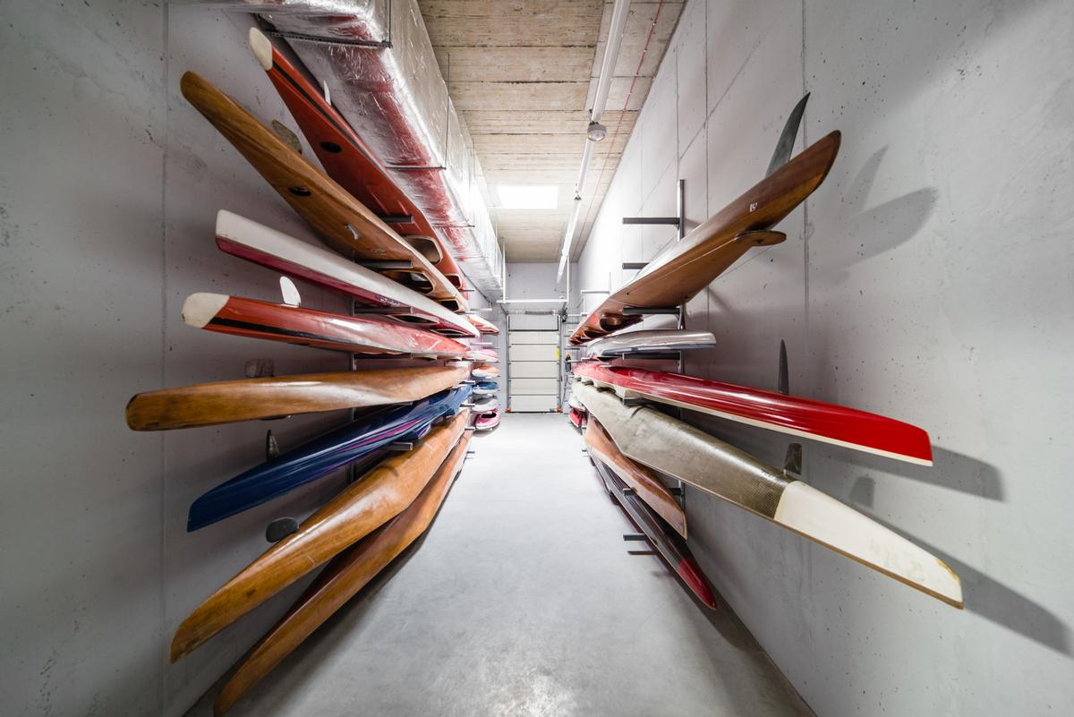 There is also space for storing canoes and equipment in the hub building / Bartosz Dworski