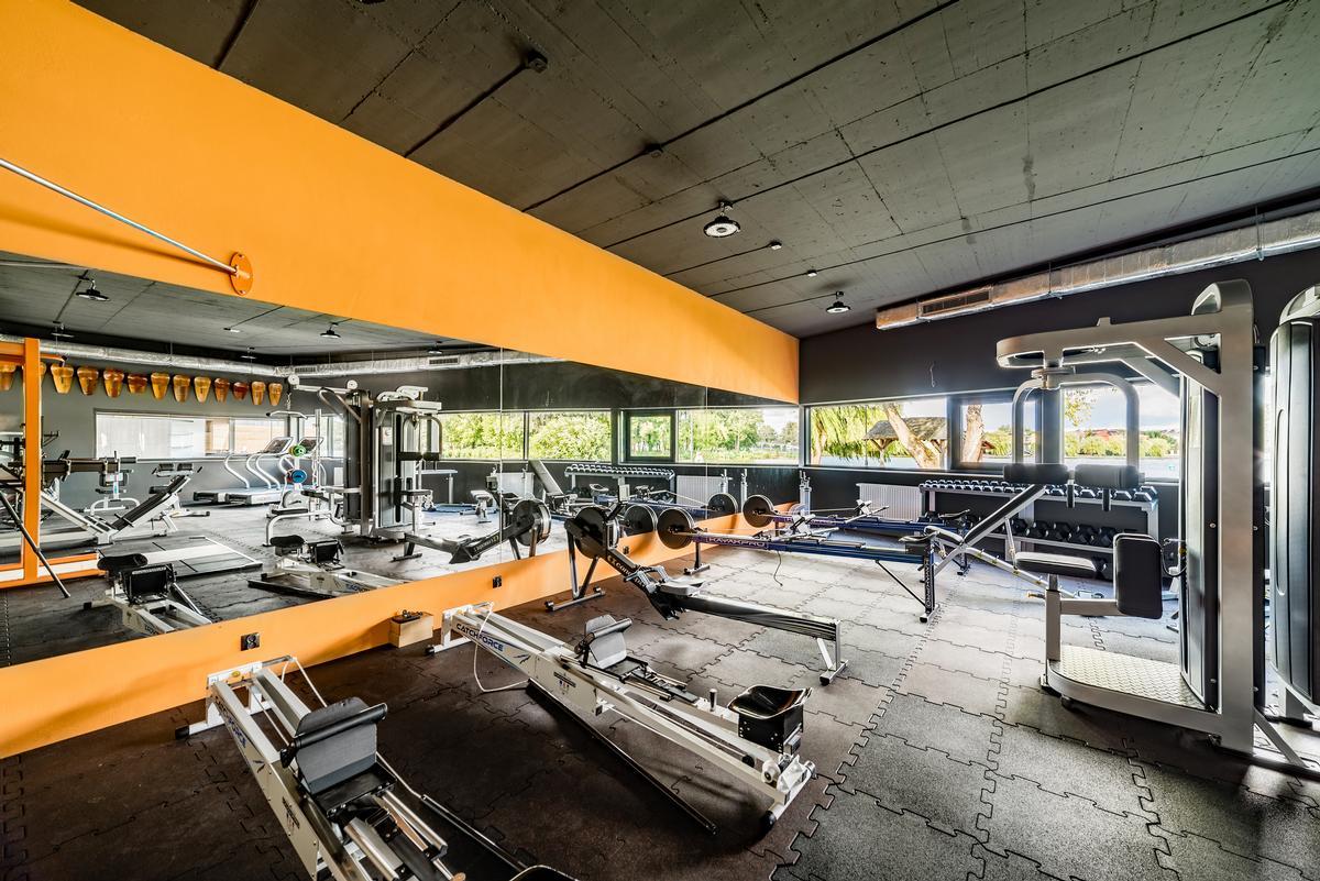 The hub building contains a gym / Bartosz Dworski