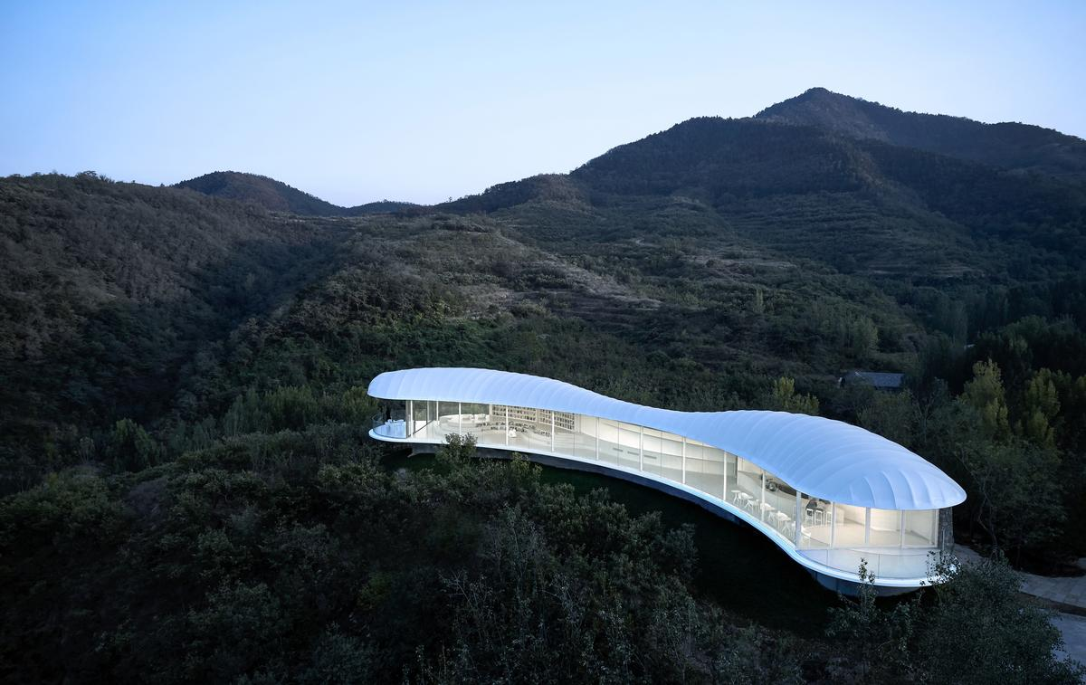 Jiunvfeng Study is situated on Mount Tai in Daiyue District, Tai'an City, China / zystudio