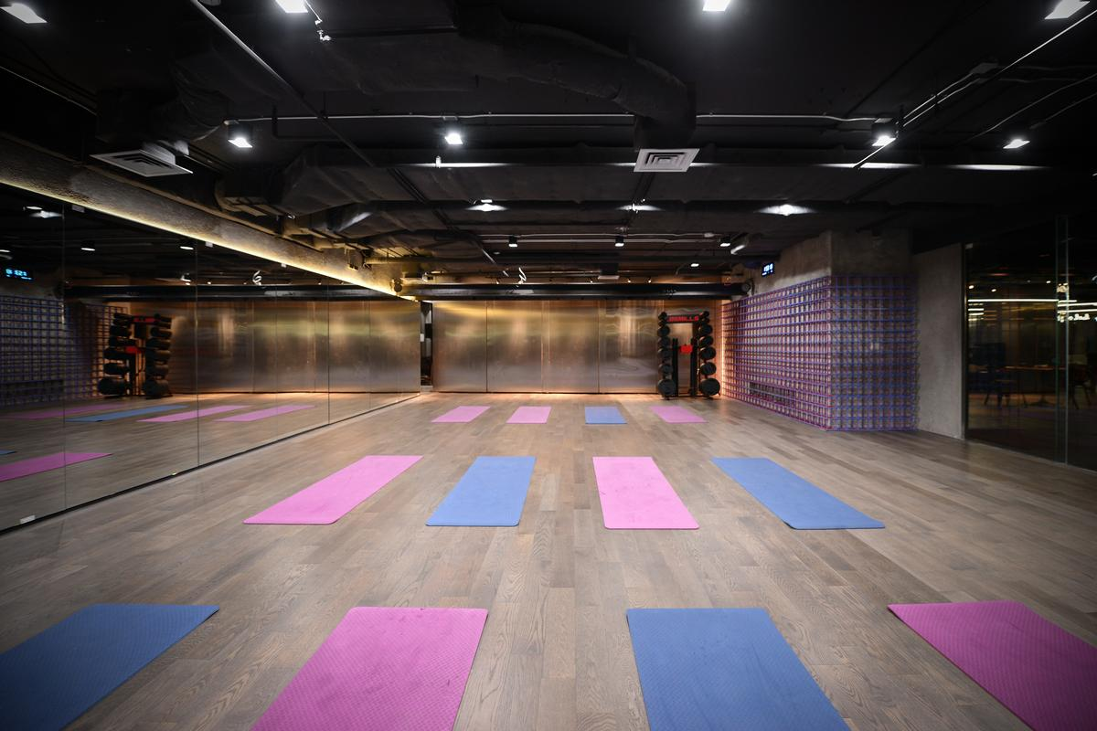 The gym features studios for a variety of different uses / Thanut Sakdanaraseth