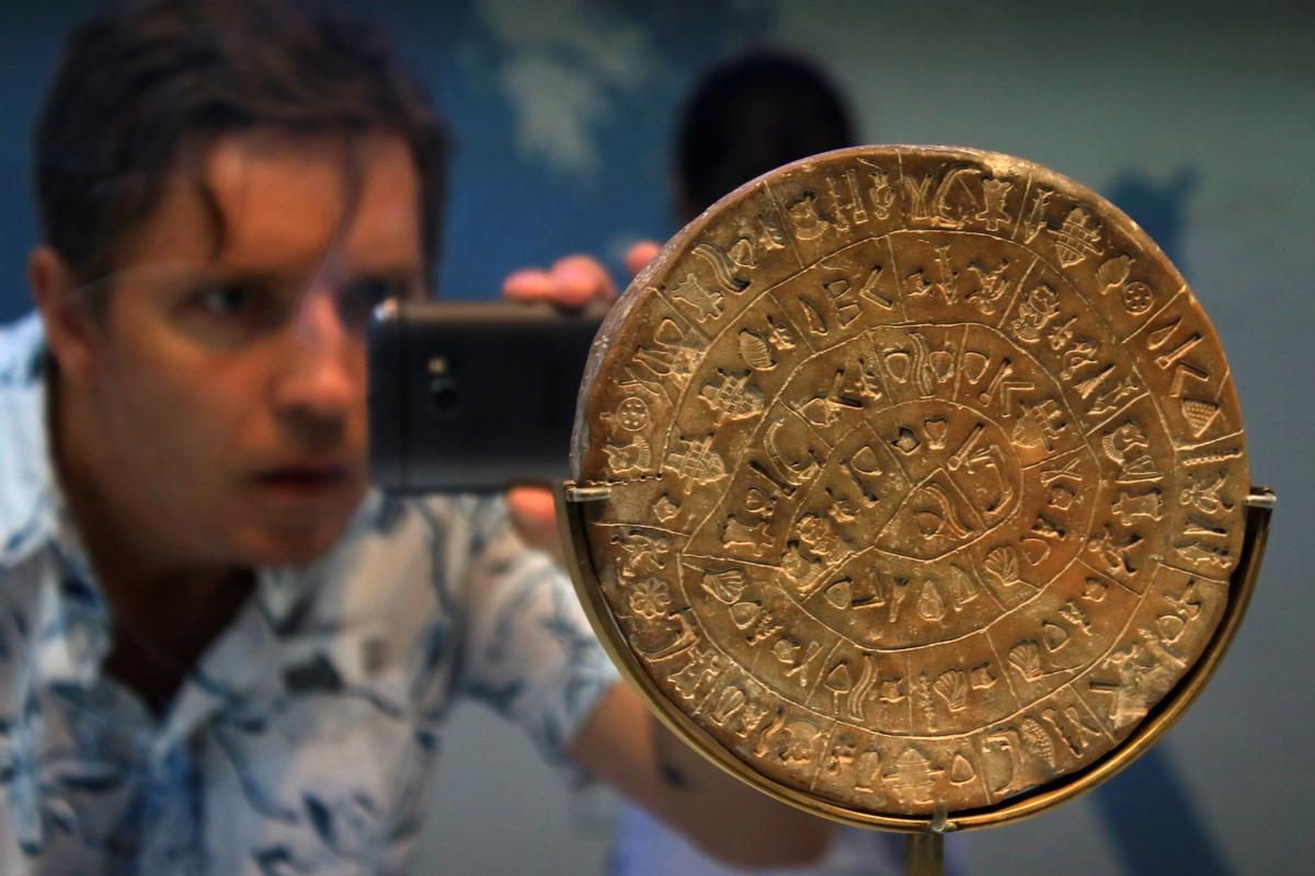 Will 3D replica artefacts have the same draw for museum visitors? Researchers believe the technology could help drive repatriation of items taken through colonisation / Shutterstock