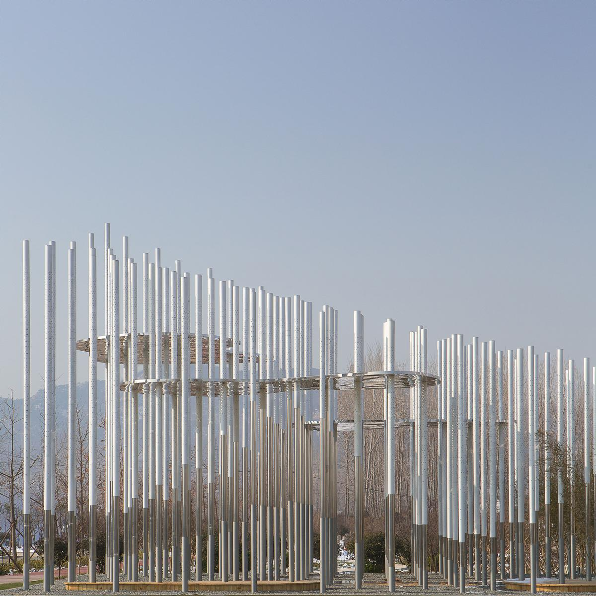 The installation comprises 200 steel poles / Aurelien Chen