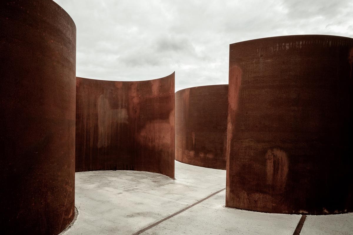 At Rosheim, visitors can roam around intertwined sculptural circles of corten steel / 11h45