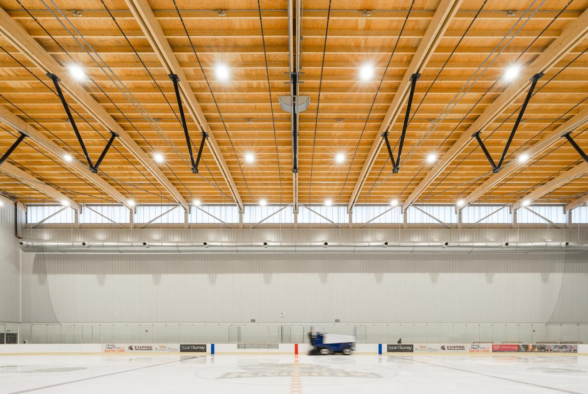 Clerestory windows are used to prevent any direct sunlight hitting the surface of the ice / Calvin Owen Jones