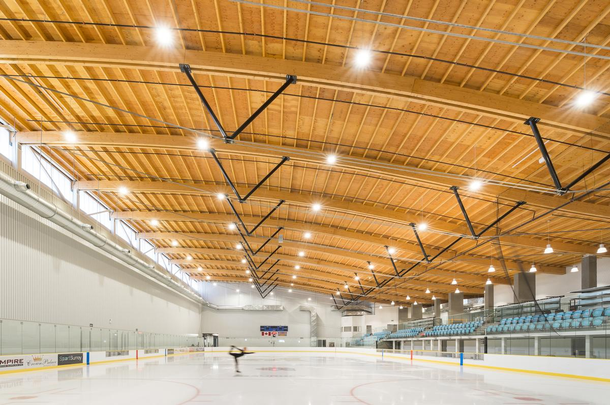 The roof is constructed from glulam trusses and prefabricated timber panels / Calvin Owen Jones