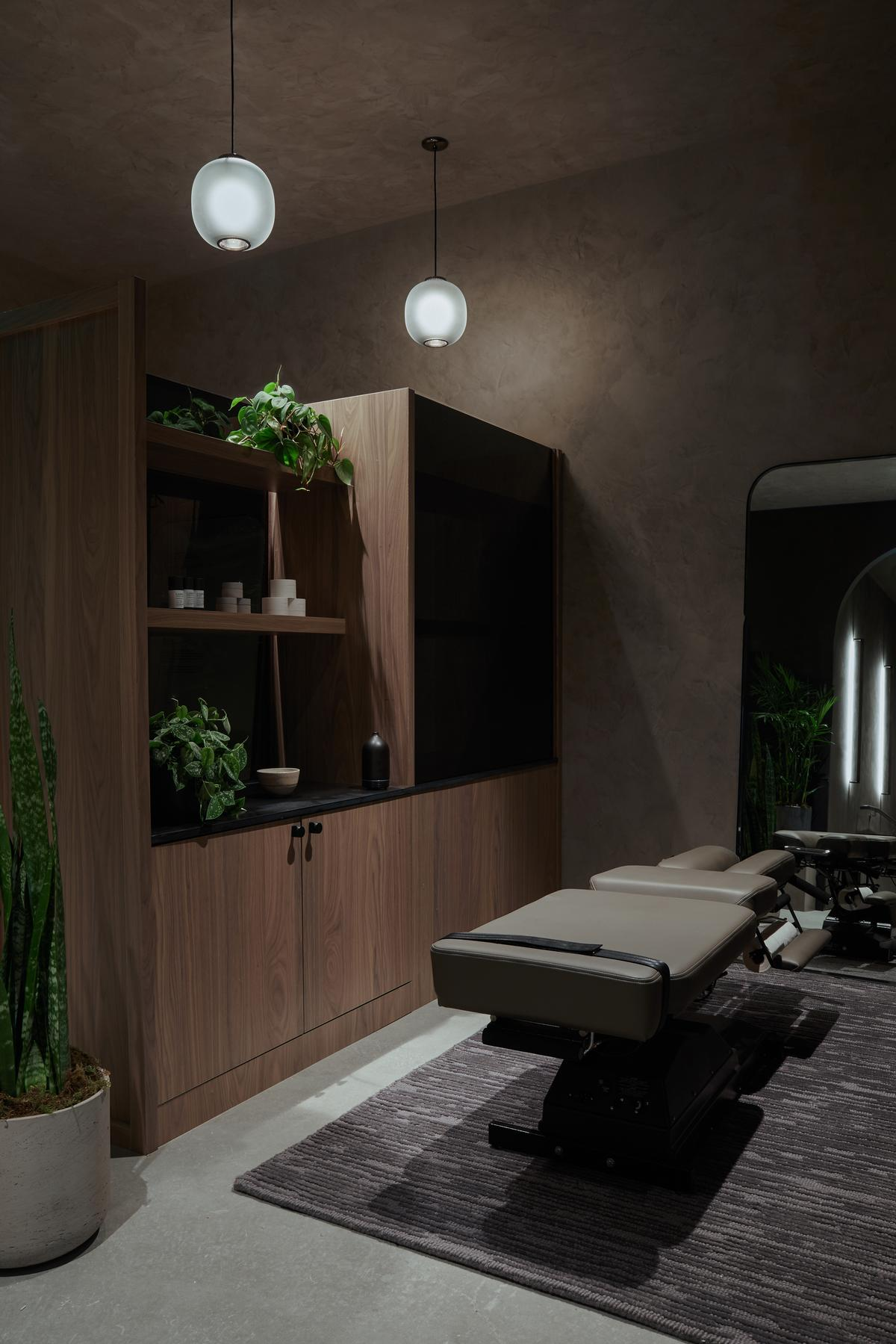 The centre features are lymphatic drainage massage facilities