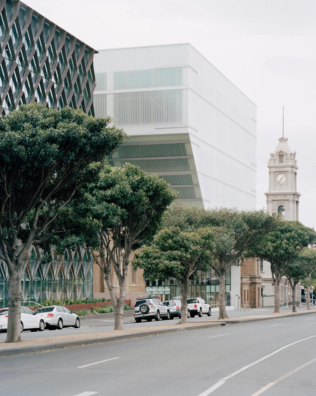 The upper portion of the centre's adjacent building is cantilevered over the church building / Rory Gardiner