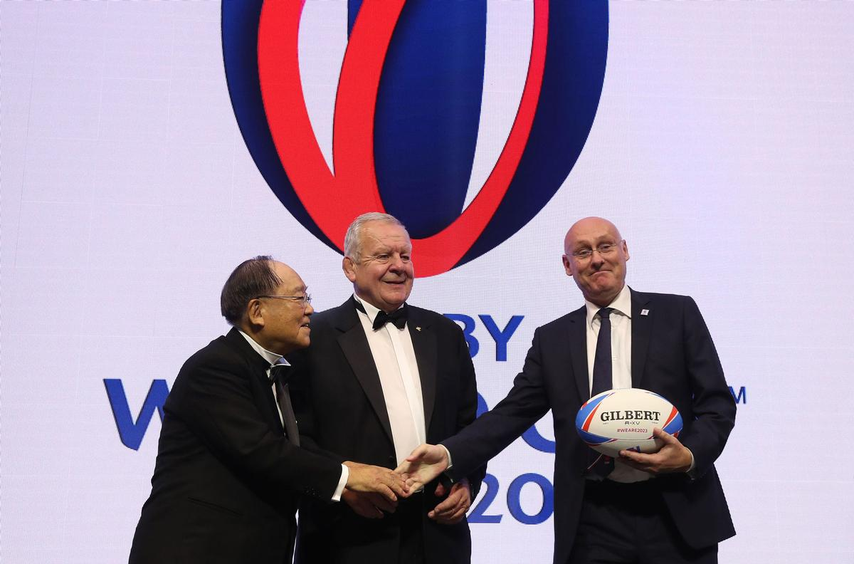 Beaumont (middle) has named French Rugby Federation president Bernard Laporte (right) as his vice-chair candidate / World Rugby