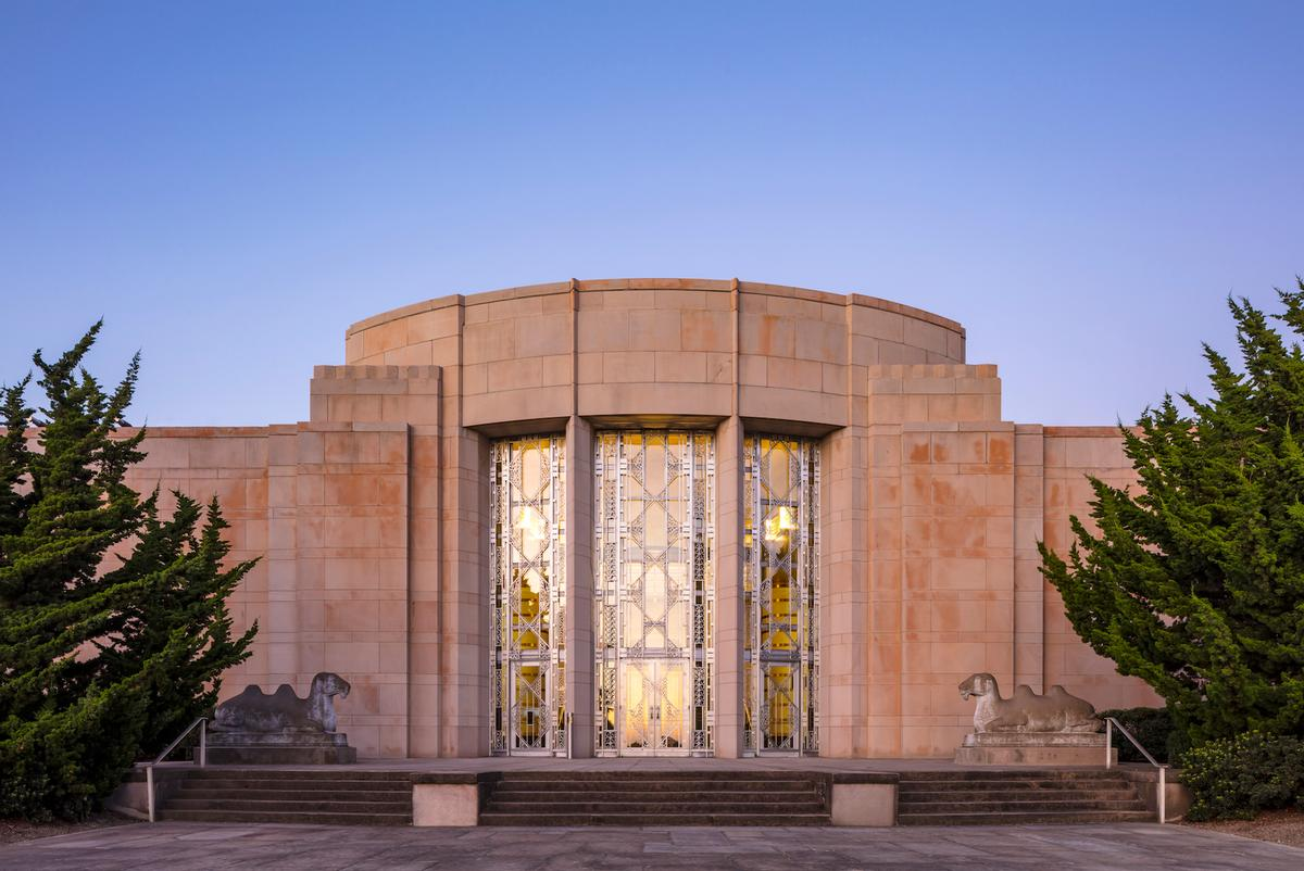 Preservation work has been carried out on the museum's Art Deco façade / Tim Griffith