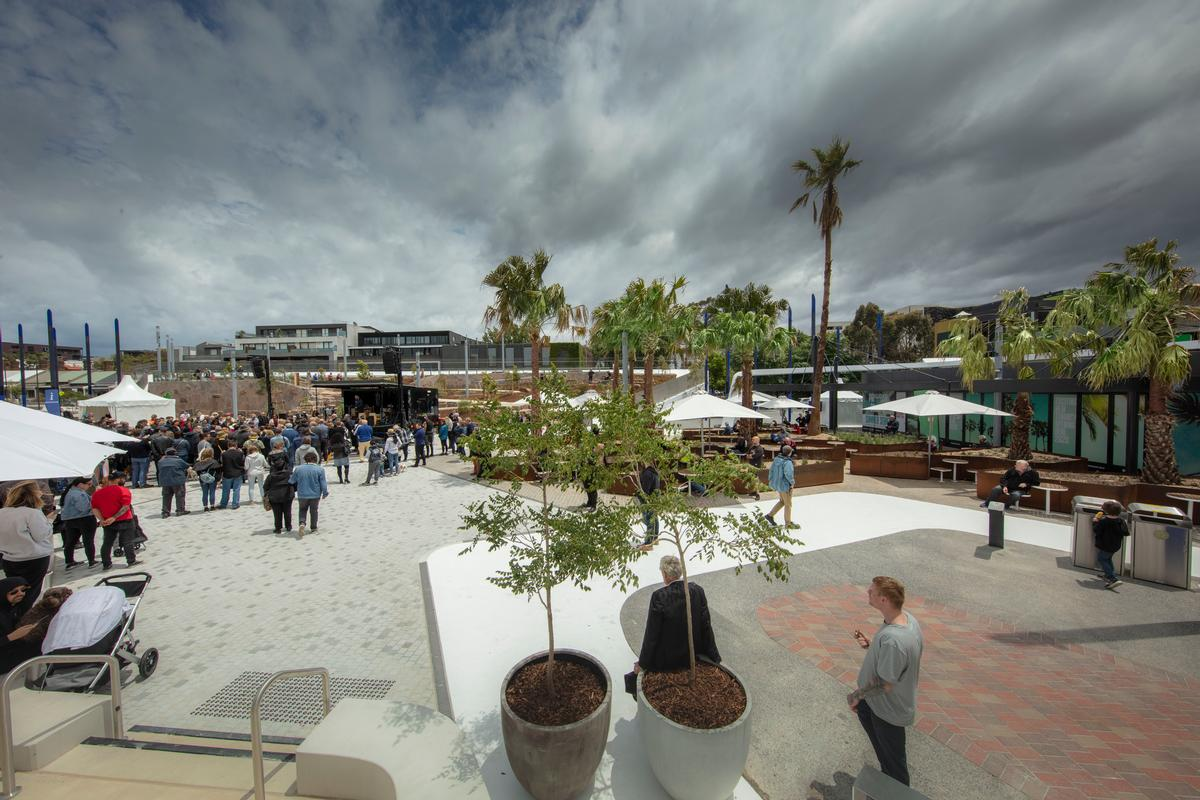 The focal point is a central plaza, which was designed both for day-to-day use and to host events / John Gollings