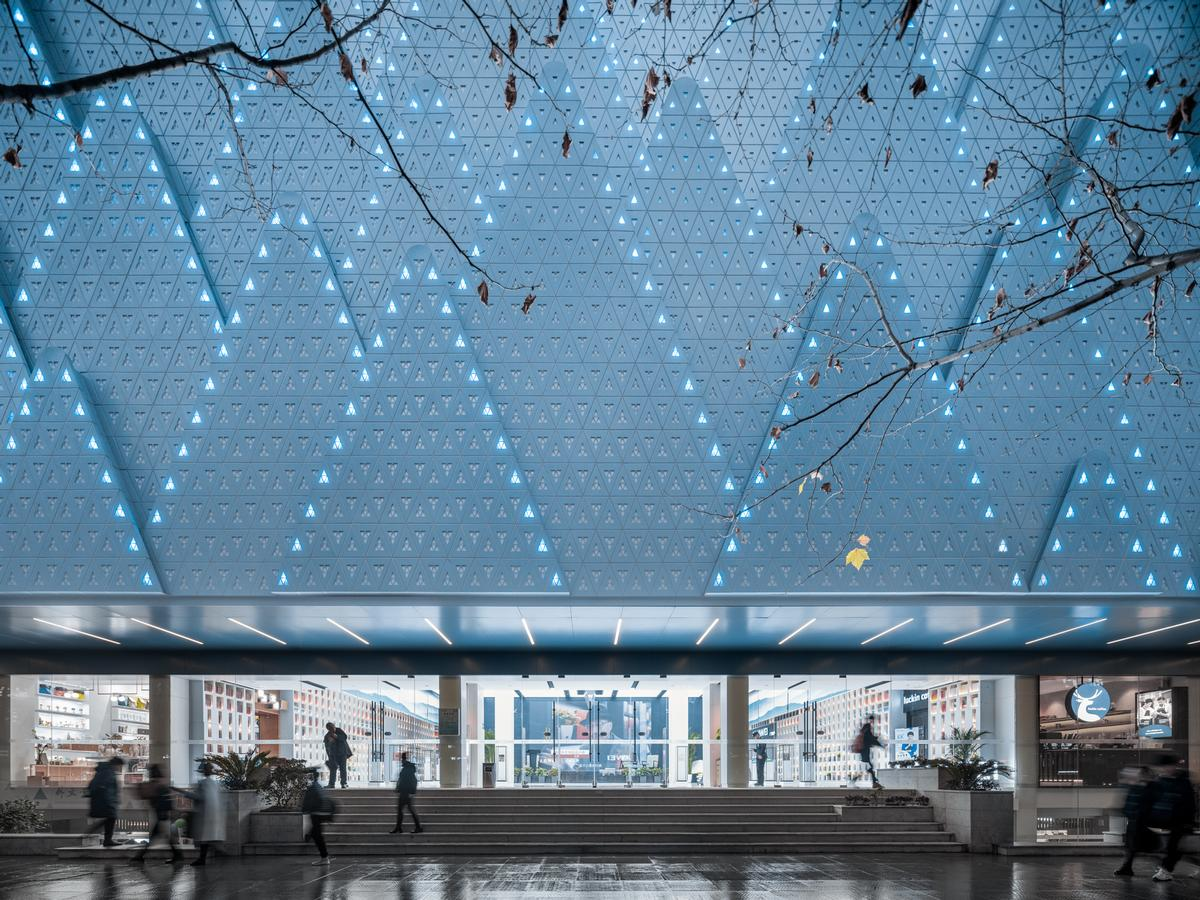 The mountain iconography is drawn through into the building's perforated aluminium façade / CreatAR Images