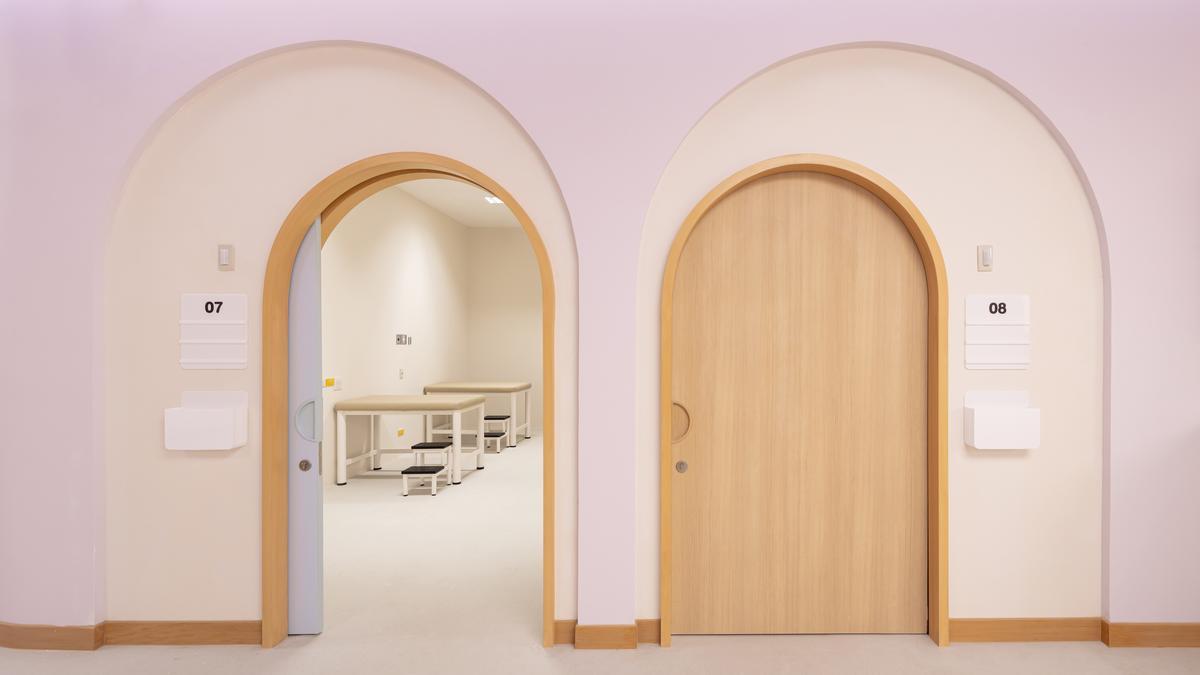 The design language is drawn through into elements like curved doorways / Ketsiree Wongwan