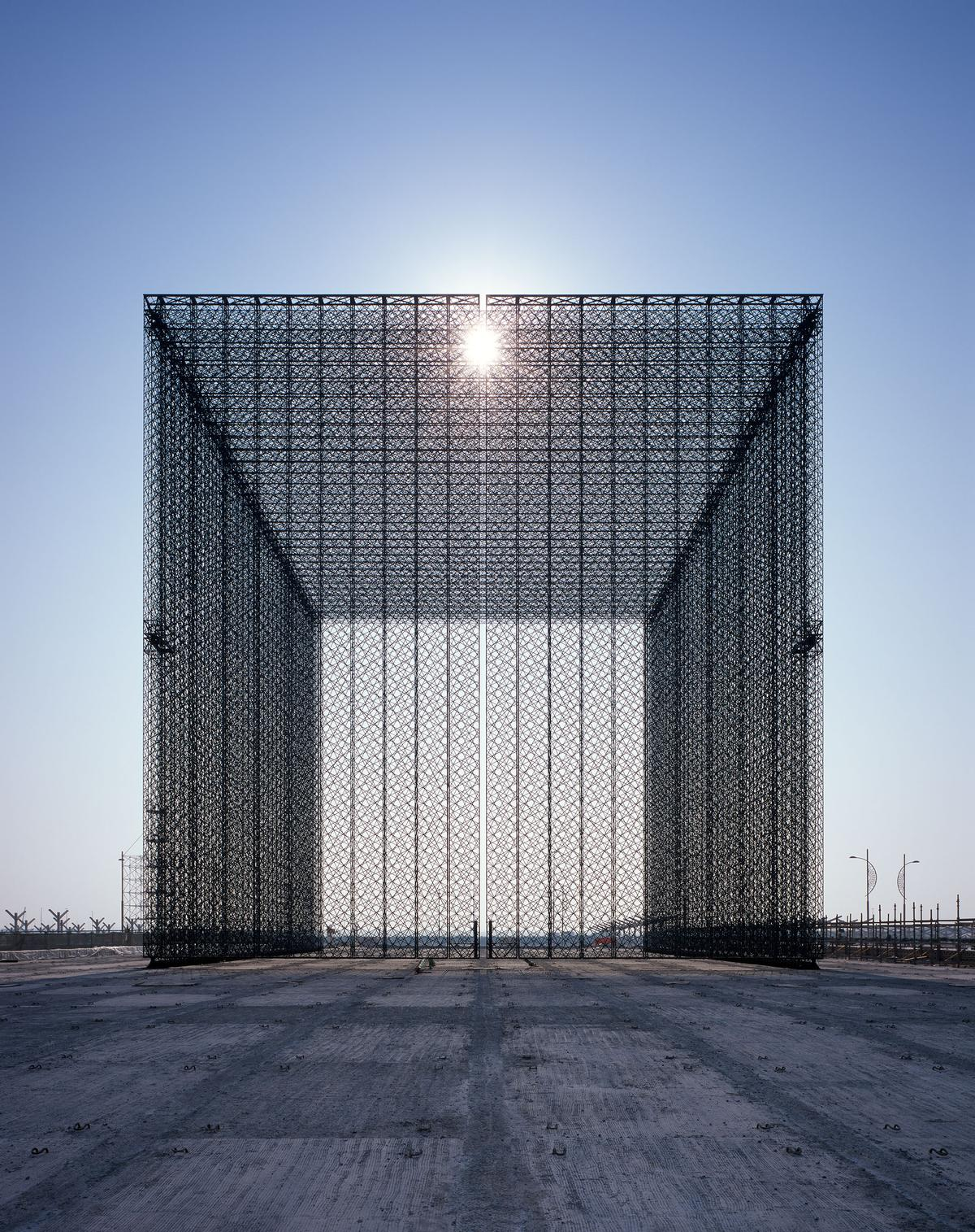 The gateways are a futuristic exploration of the traditional mashrabiya / Helene Binet