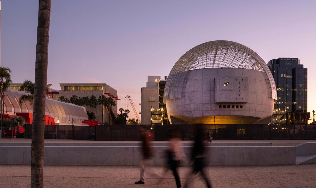 A new spherical building added to the existing Saban Building / Renzo Piano Building Workshop