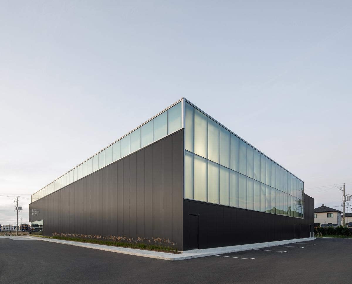 The translucent upper portion and solid black base reference the surrounding agricultural lands and the sky / David Boyer