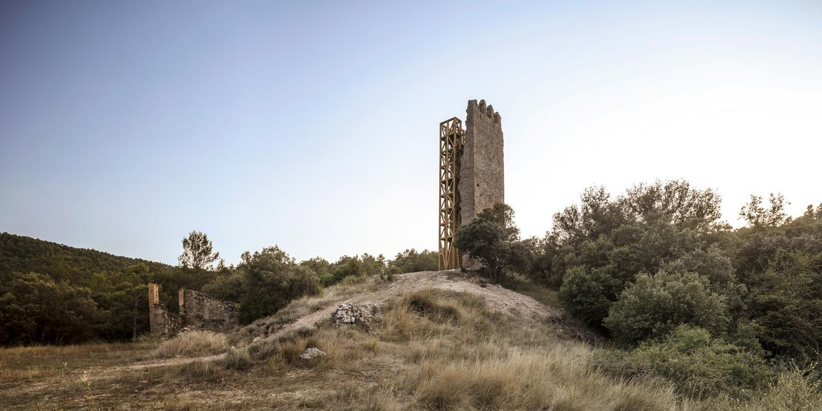 Merola's Tower was constructed as a lookout point in the 13th century / Carles Enrich Studio