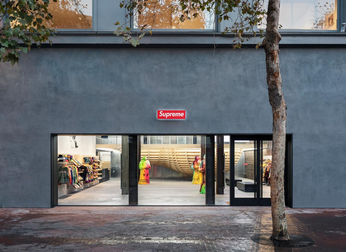 A large glazed frontage allows passersby to see inside / Dean Kaufman