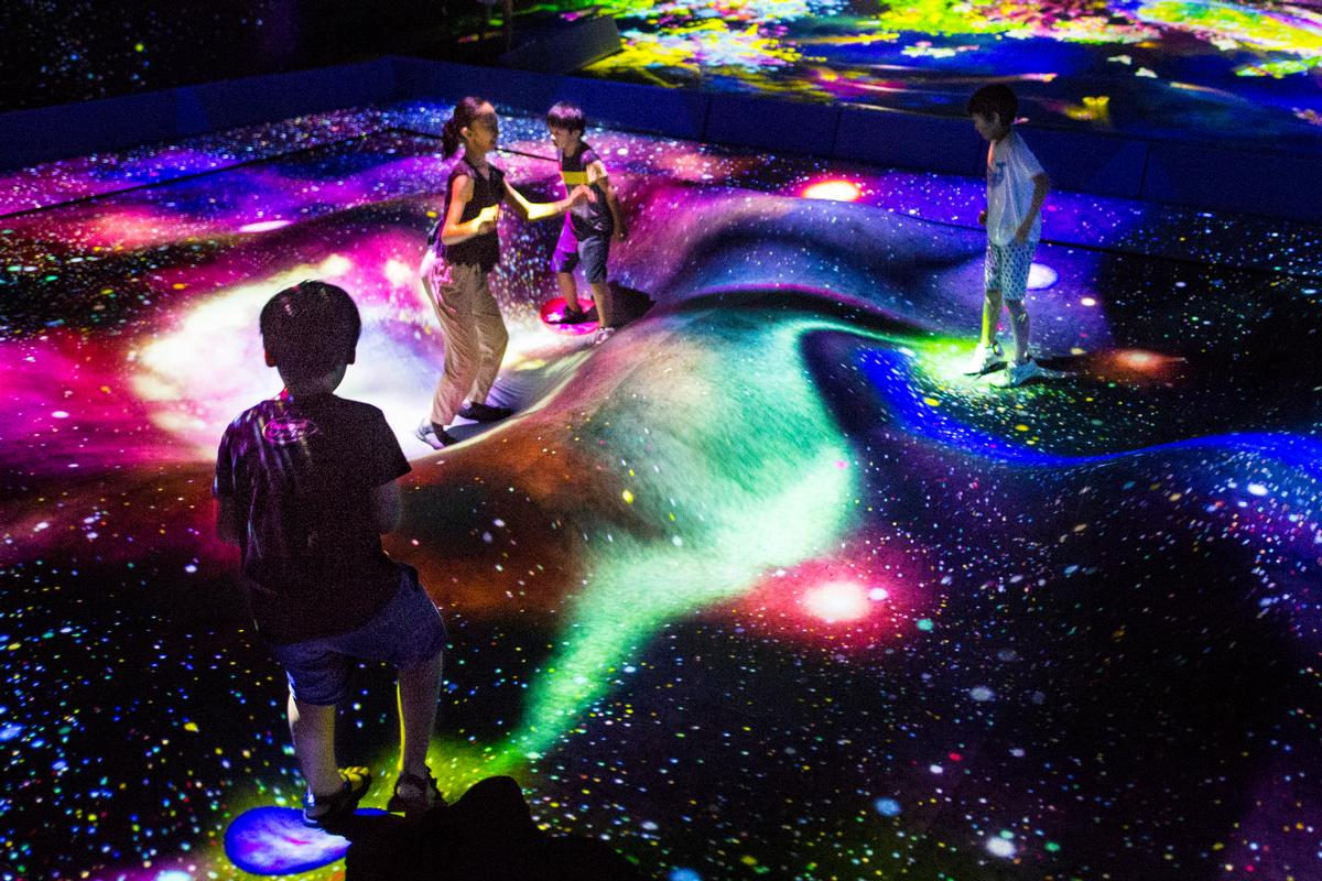 Multi Jumping Universe, 2018-, Interactive Digital Installation, sound: DAISHI DANCE / teamLab