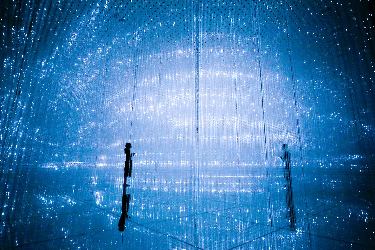 The Infinite Crystal Universe, 2018, Interactive Installation of Light Sculpture, LED, Endless, sound: teamLab / teamLab