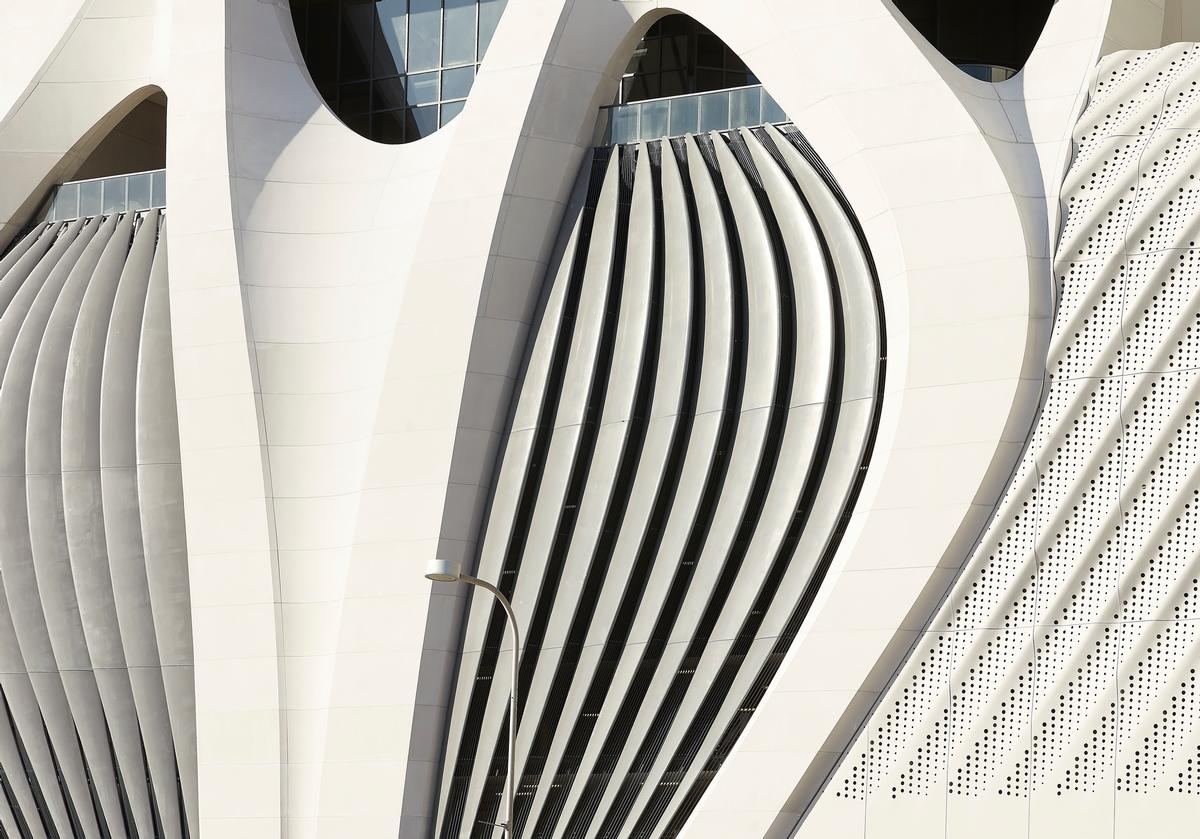 The tower reflects Zaha Hadid Architects' curved and fluid approach to architectural form / Hufton+Crow