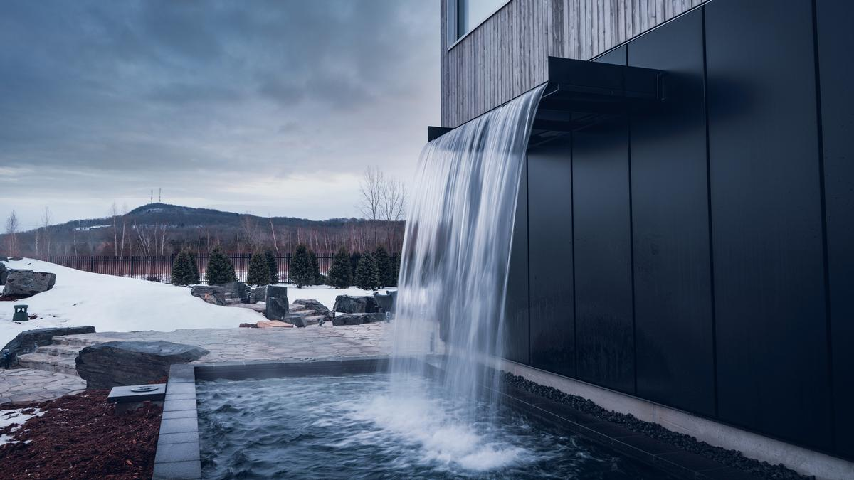 Guests can also visit an outdoor relaxation area which includes cold waterfall showers, firepit and relaxation areas