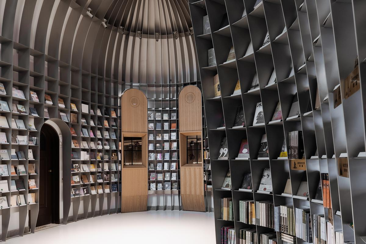 The shelving provides space for 1,000 books / CreatAR Images