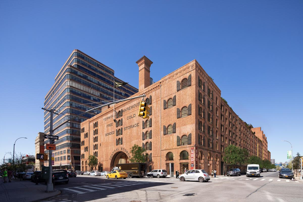 The Terminal Warehouse is located in the West Chelsea area of New York / COOKFOX Architects