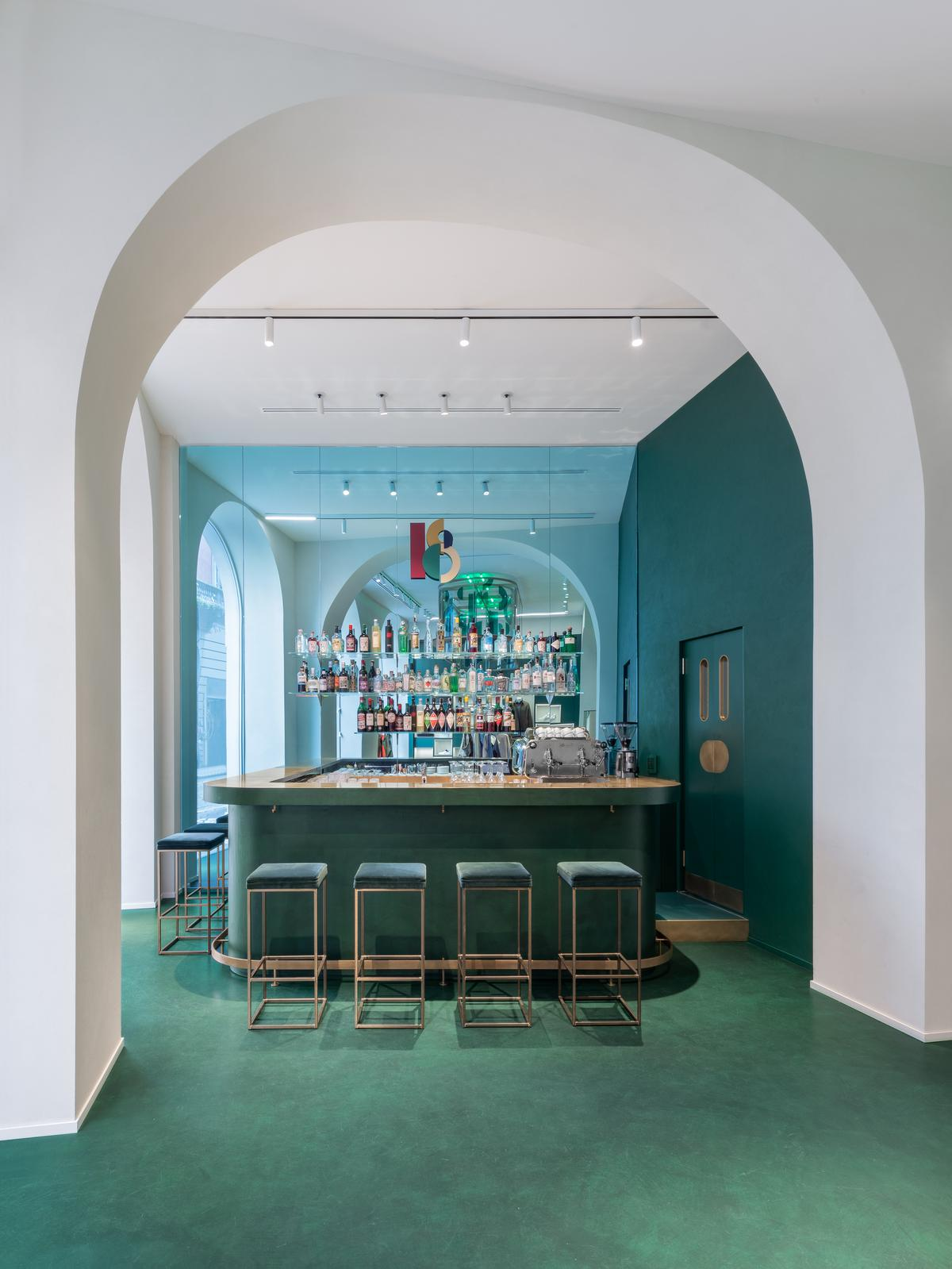 The bar counter is made of green resin with brass details / Alessandro Saletta for DSL Studio