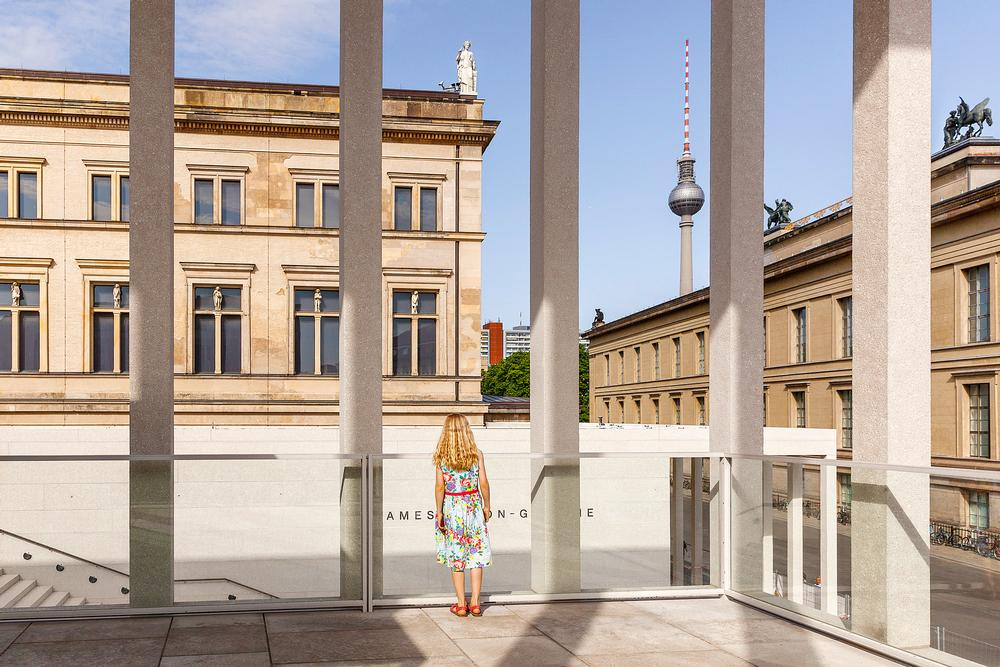 The transparent structure is defined by delicate columns, offering views inside and out / Photo: ©Luna Zscharnt
