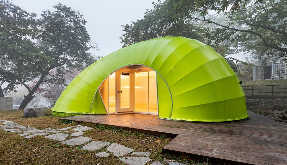 Pods feature a double-height mezzanine and panoramic views from inside / Images ©Kyungsub Shin