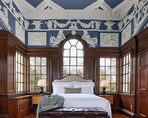 The bedrooms have a country house feel and look out over the River Thames