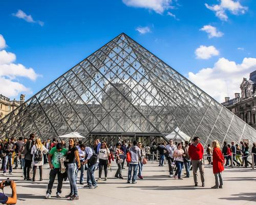 Louvre reopens after overcrowding forces museum closure
