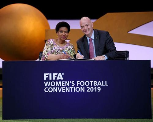 The MoU was signed by FIFA president Gianni Infantino (right) and UN Women executive director Phumzile Mlambo‑Ngcuka