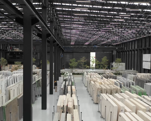 The attached warehouse holds a stock of natural stone / Grupo Arca