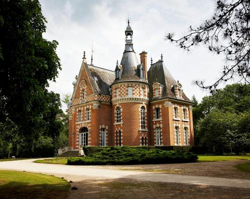 The resort will sit within the Les Bordes Estate, a 1,400-acre (560-hectare) site in the Sologne forest