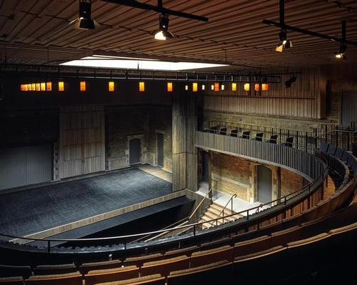Neville Holt Opera: Elegant bronze coloured cruciform columns support the dress circle above / Hélène Binet