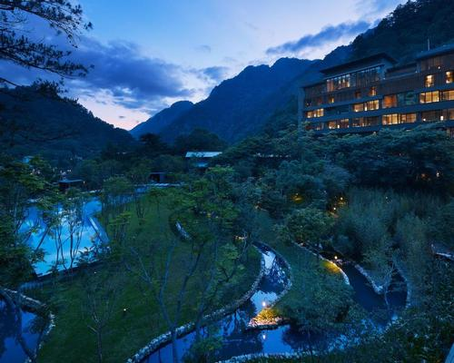 The natural spring waters of the valley flow through the property's outdoor water garden / Hoshinoya