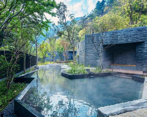 The resort uses the abundance of hot spring water and the topography of a valley surrounded by mountains to bring guests closer to nature / Hoshinoya