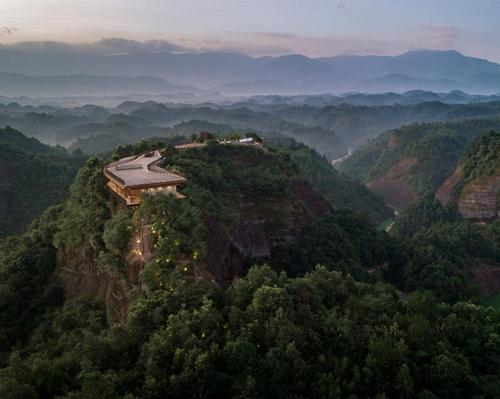 The Pingjiang Homey Wild Luxury Hotel is located in Baimao Village, Pingjiang County in China's Hunan Province / Jin Weiqi
