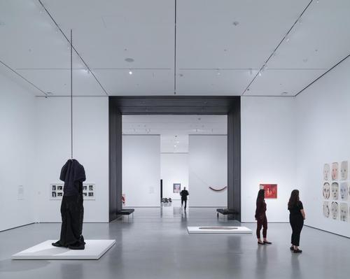 An installation view of David Geffen Wing gallery 206 / Iwan Baan