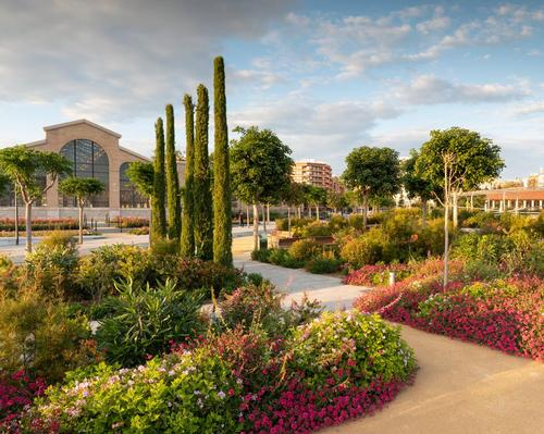 Parque Central comprises a series of multi-level gardens / Richard Bloom