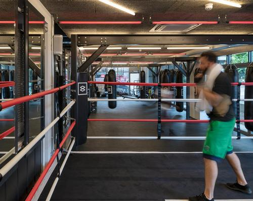 In addition to a ring and equipment for boxing training, there are facilities for HIIT, cardio work and yoga