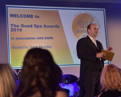 Mandara Spa's Trent Munday presented the awards.