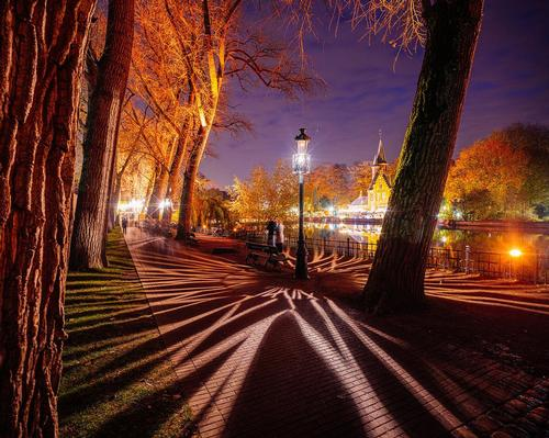 PWL's Wintergloed experience fills Bruges with eye-catching lighting effects / Kris Van De Sande