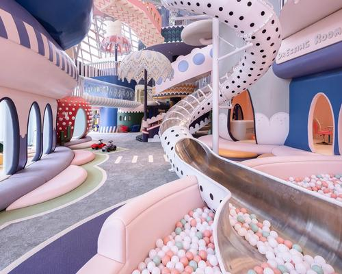Shenzhen Neobio Family Park houses the play space, an entrance lobby, a changing area and a restaurant / Shao Feng