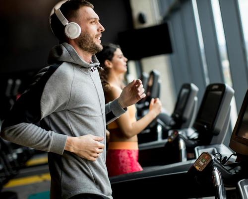 Listening to high-tempo music while exercising resulted in the highest heart rate and lowest perceived exertion compared with not listening to music / Shutterstock